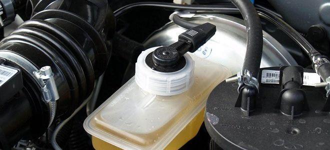 Когда менять тормозную жидкость