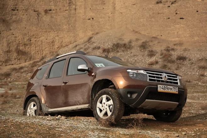 Рено Дастер в пустыне и грязи