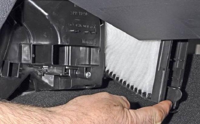 рено сандеро степвей заменить фильтр в салоне