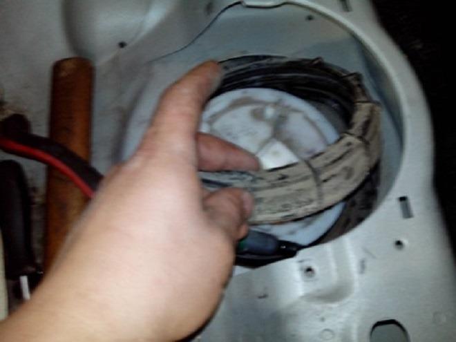 снятие топливного насоса рено меган 2