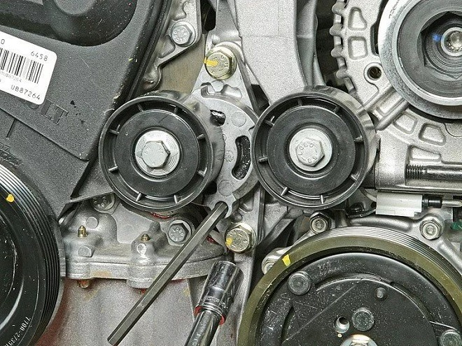 замена ремня генератора рено логан