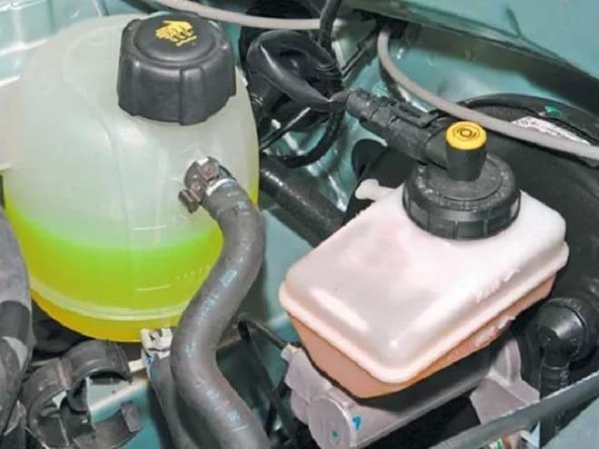 замена жидкости тормозной в рено логан